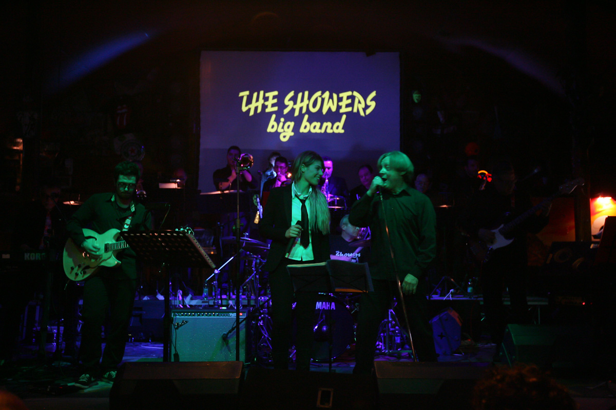 the-showers-live-at-el-paso-2013-0005