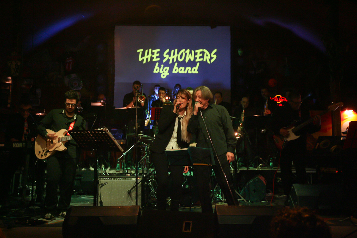 the-showers-live-at-el-paso-2013-0007