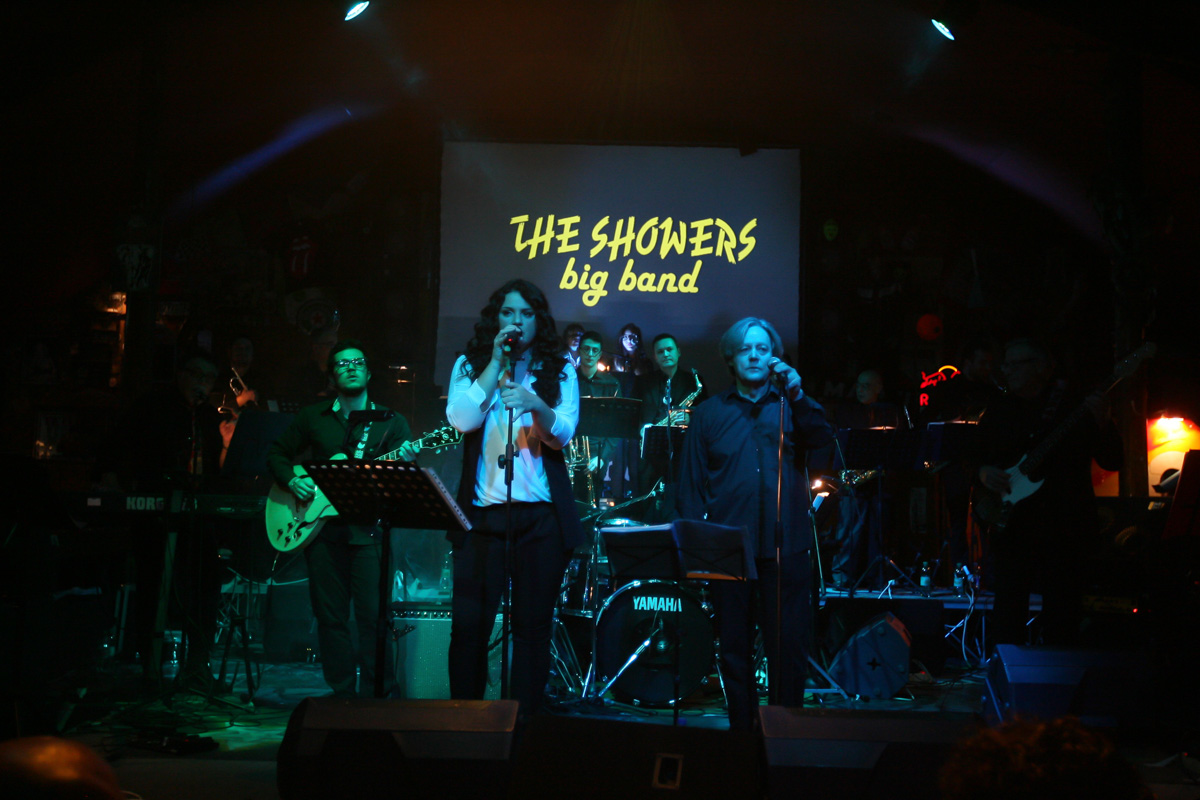 the-showers-live-at-el-paso-2013-0010