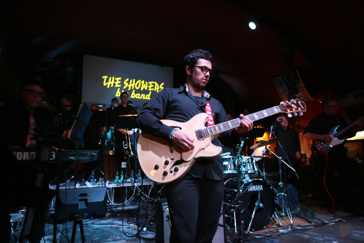 the-showers-live-at-el-paso-2013-0022
