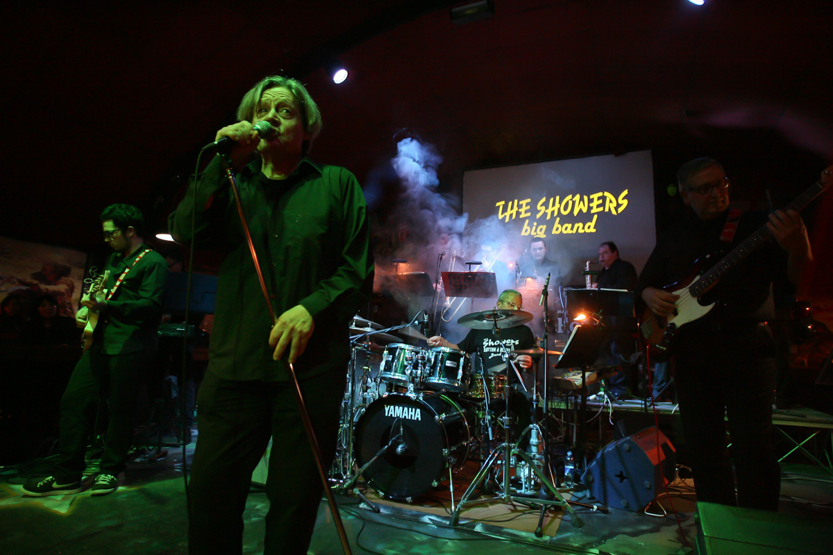 the-showers-live-at-el-paso-2013-0048